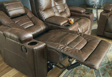 OWNERS POWER RECLINING SOFA AND LOVESEAT for Sale in Houston,  TX