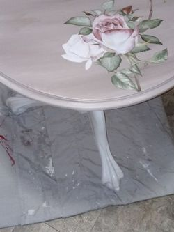 "24"" X 24"" Round Table for Sale in Lakewood,  WA"