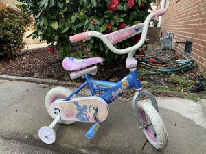 "10"" Disney Cinderella Girls Bike with training wheels for Sale in Virginia Beach, VA"