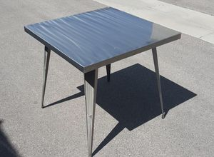FLASH FURNITURE 31.5'' SQUARE SILVER METAL INDOOR-OUTDOOR TABLE for Sale in Las Vegas, NV