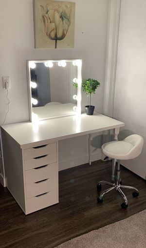 Large white vanity set, Large vanity mirror with lights and With white adjustable leather chair With vanity drawers. for Sale in Mesa, AZ
