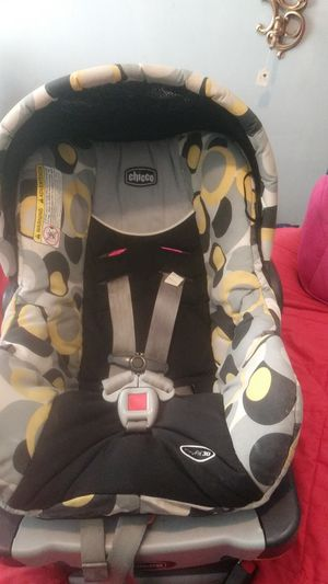 INFANT CAR SEAT (CHICCO) for Sale in St. Louis, MO