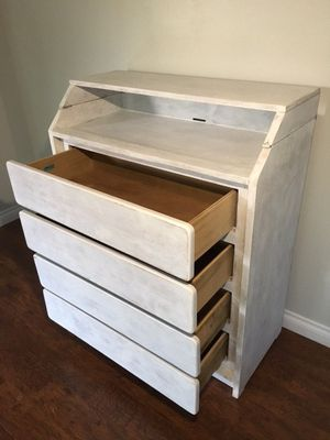 Cute solid wood changing dresser for Sale in Puyallup, WA