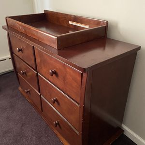 Dresser and changing table in one, Solid wood. Good condition! Minor blemishes. Smoke free home $125 Cash, Venmo, cash app, PayPal accepted. Pic for Sale in Tinicum Township, PA