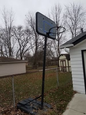 Basketball Hoop for Sale in Middleburg Heights, OH