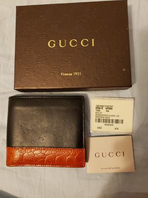 Gucci mens wallet for Sale in Chicago, IL