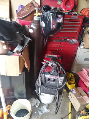 Lincoln 140. Welder with 110 v and tank half of aragon gas plus extras $350 Or Best offer for Sale in Manteca, CA