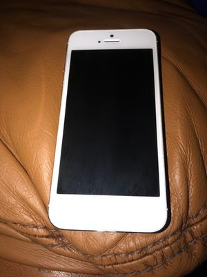 iPhone 5 that needs jailbroken for Sale in Pittsburgh, PA