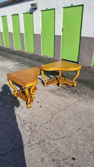 """Vintage Real Solid Wood Matching Corner End Tables that are in excellent condition! Dimensions: 42""""L x 30""""W x 23""""H for Sale in Delray Beach, FL"""