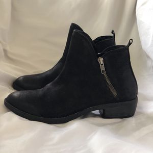 Zippered Black soft leather - Size 7.5. Stylish and comfortable boots. Zipper is nicely displayed on both sides of each boot for Sale in Deerfield Beach, FL