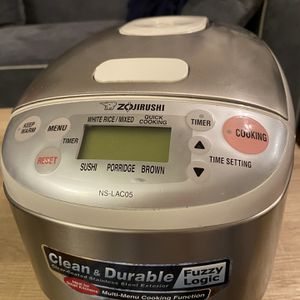 Zojirushi Rice Cooker for Sale in Los Angeles, CA
