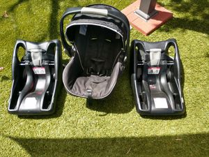 Britax b-safe infant car seat with two bases for Sale in Tucson, AZ