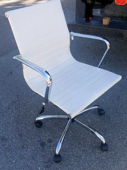 Leather Rolling Chair for Sale in Anaheim,  CA