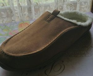 NEW MEN'S FUR LINED SLIPPER SHOES for Sale in Chicago, IL