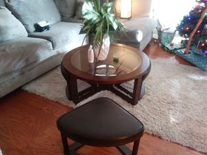 Four corners living/ cocktail table w/ ottomans for Sale in Detroit, MI