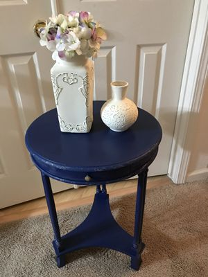 NAUTICAL BLUE ROUND RUSTIC TABLE for Sale in Turlock, CA