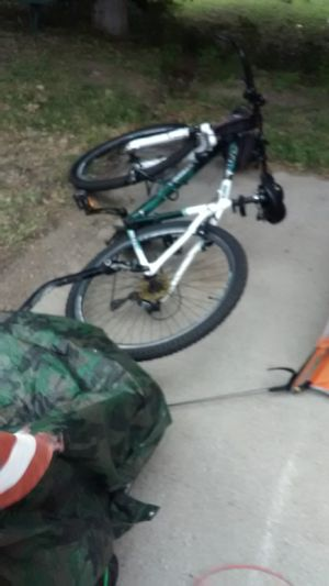 29in Genesis mountain bike with trailer for Sale in Ames, KS