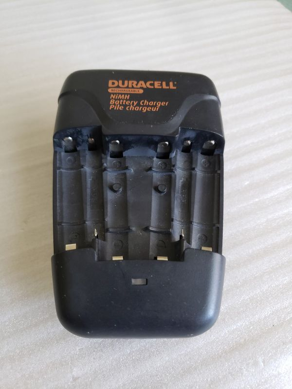 Duracell CEF14N NiMH Battery Value Charger for AAA and AA Batteries.