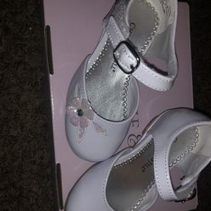 5t Toddler Girls Dressy White Shoes for Sale in Selma, CA