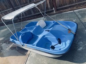 Riviera 4-5 seater paddle boat for Sale in Clovis, CA
