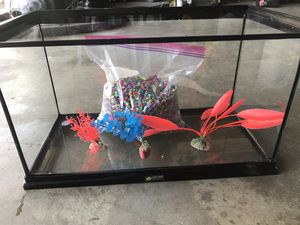 10 gallon fish tank with decor and gravel for Sale in Los Angeles, CA