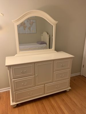 Girls trundle bed and set. for Sale in Palatine, IL