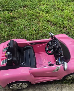 Pink convertible with rims w/ remote for Sale in Pembroke Pines, FL