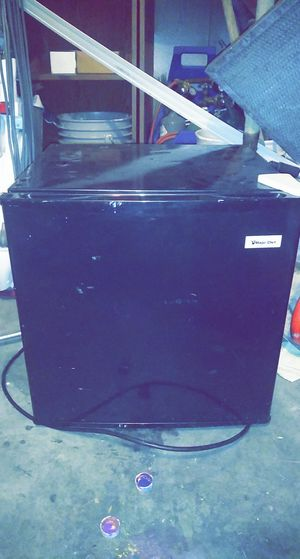 Magic chef mini fridge 20$ for Sale in Las Vegas, NV