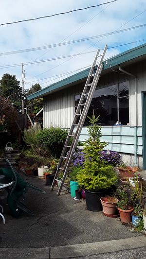 24 foot wooden extension ladder for Sale in Tacoma, WA