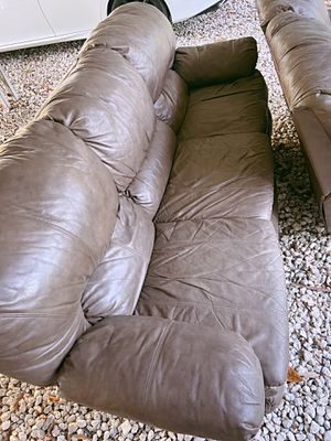 FREE Brown Leather Sofa Recliner Couch GOOD CONDITION for Sale in Seffner, FL