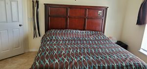 King size bed 100%real wood for Sale in Kissimmee, FL
