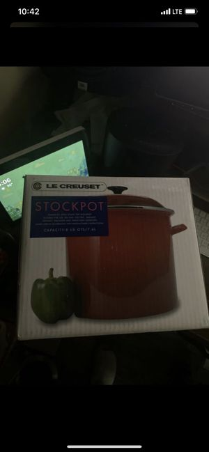 Le Creuset Stockpot Color Cherry 8 QT for Sale in Los Angeles, CA