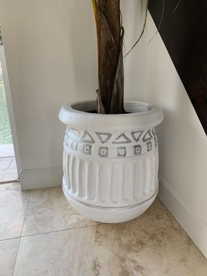 flower pot for Sale in Miami, FL