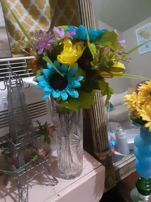 Clear Vase & Blue Flowers $12.00 cash only (serious buyers)