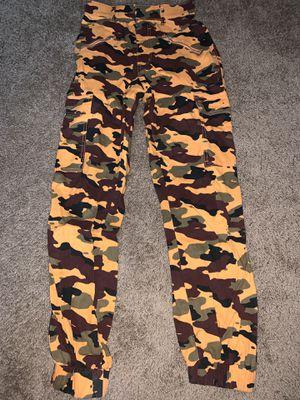 Camo orange cargo pants xs for Sale in Vancouver, WA