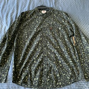 Camo Levis long shelve button up shirt for Sale in Fort Lauderdale, FL