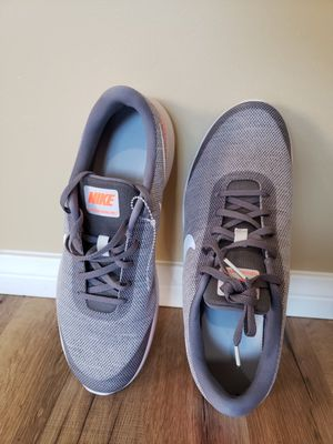 Nike mens shoes 11.5 for Sale in Hesperia, CA