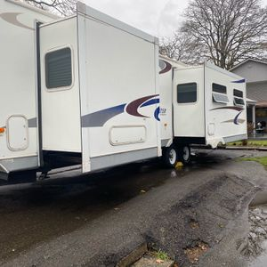 2005 Sprinter 31ft Queen Bed Extra clean for Sale in Lakewood, WA