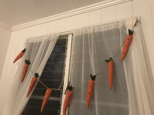 HOMESTYLE EASTER FARMHOUSE DECOR CARROT GARLAND for Sale in Honolulu, HI