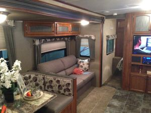 Travel trailer very nice only used 6 or 7 times 2015 Hideout, propane tanks are full very nice for Sale in Brownsburg, IN