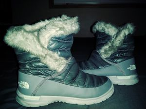 North Face Women's size 6 thermoball® boots for Sale in Kirkland, WA
