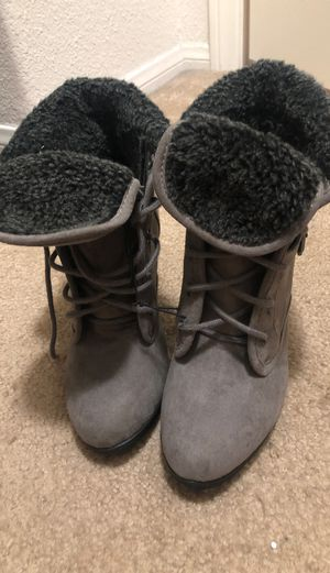 Women's boot with heel size 5.5 for Sale in Las Vegas, NV