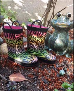 Rain Boots For Girls Size 7 for Sale in Redwood City,  CA