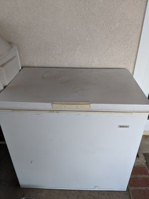 FREEZER FRIGIDAIRE for Sale in Lake View Terrace, CA