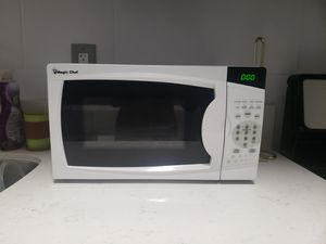 White Magic Chef 0.7 Cu. Ft. 700w Countertop Microwave Oven for Sale in Long Beach, CA