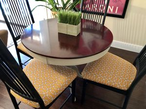 Darling dining table and chairs. for Sale in Littleton, CO