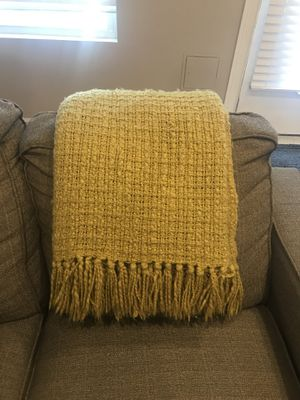 Yellow gold throw blanket. New! In great condition for Sale in Forest Heights, MD