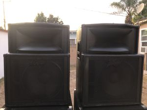 Pair of speakers peavey ready for band or v. Dj sistem 15. Inches and. Twitter good condition for Sale in Carson, CA