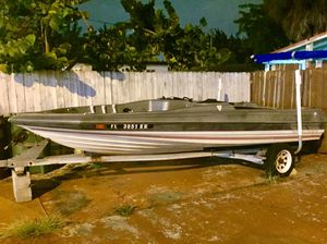 Bayliner 17 foot Bass Boat & Galvanized Trailer. With Title on hand. Great condition. No motor. Price Reduced for Sale in Miami, FL