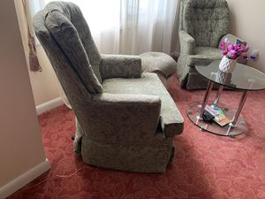 Swivel Chair Set for Sale in Silver Spring, MD